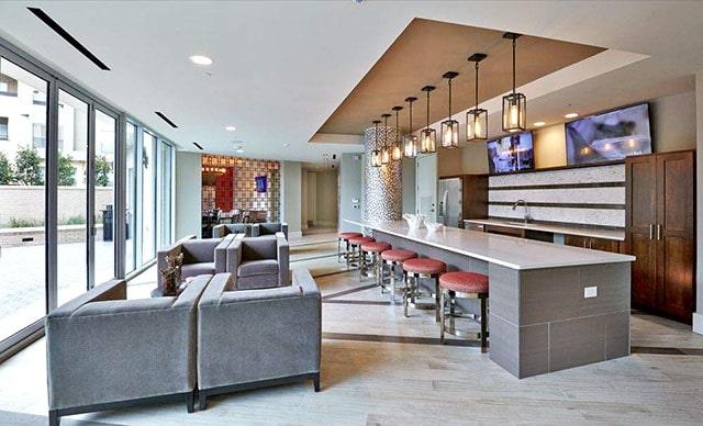 Brady High Rise Lounge