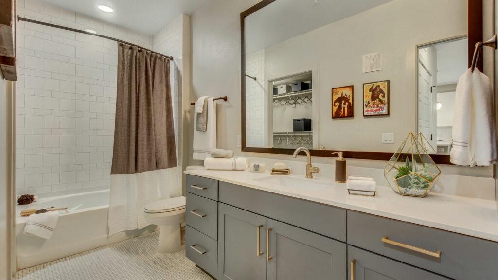 Novel Bishop Arts Bathroom